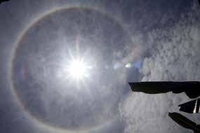 foto matahari cincin pelangi pic